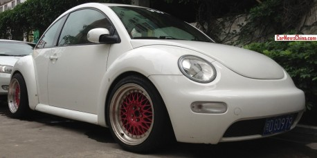 Volkswagen New Beetle is a Lowrider in China