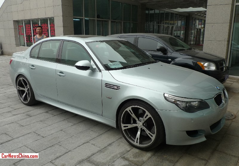 Spotted in China: BMW M60 M5 in greenish silver
