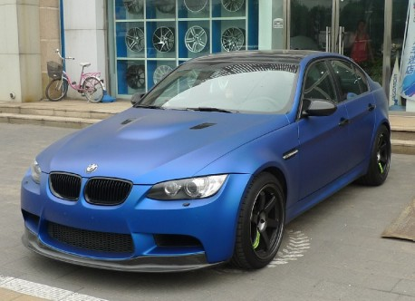 BMW M3 sedan is matte dark blue in China