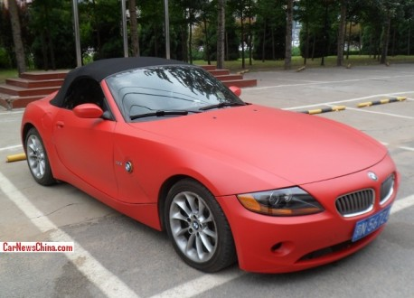 BMW Z4 is matte pink red in China