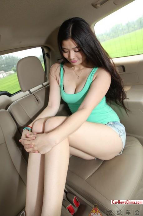 china-car-girl-toyota-6