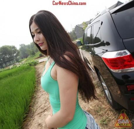 china-car-girl-toyota-8