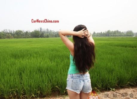 china-car-girl-toyota-9