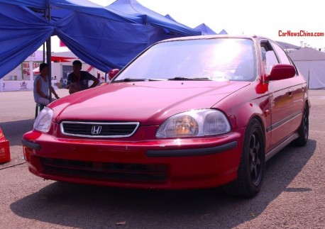 Fifth generation Honda Civic EXi is a Red Racer in China