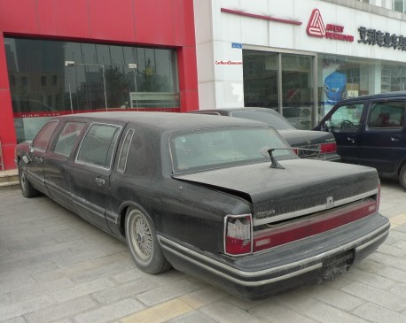 lincoln-towncar-china-stretched-2