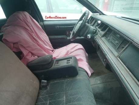 lincoln-towncar-china-stretched-5