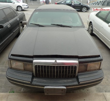lincoln-towncar-china-stretched-6