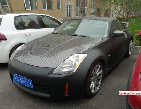Nissan 350Z is matte black & carbon fiber in China