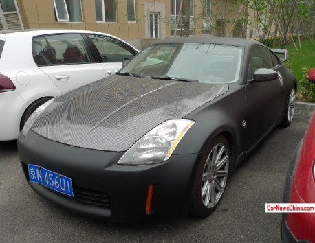 Nissan 350Z is matte black & carbon fiber in China