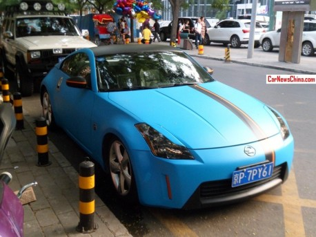 Nissan 350Z is matte blue & a bit of black in China