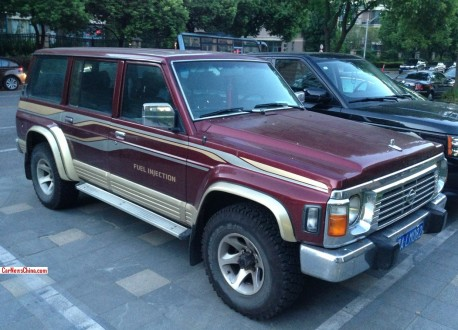 Spotted in China: fourth generation Nissan Patrol in wine red