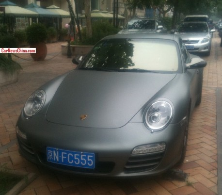 Porsche 911 Carrera 4 is matte gray in China