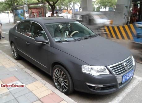 Volkswagen Magotan is matte black in China