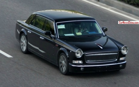 Hongqi L5 at speed in China