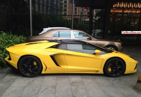 Lamborghini Aventador LP 700-4 Roadster is Yellow in China