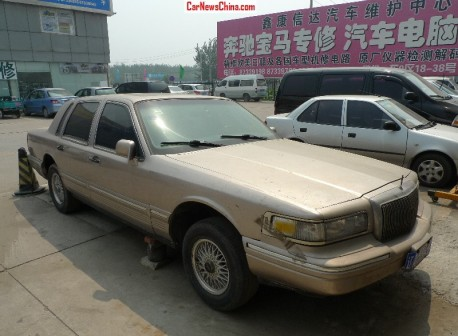 Spotted in China: Lincoln Town Car Signature Series