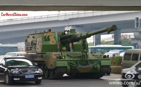 Self propelled howitzer casually mixes with Traffic in China