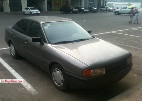 Spotted in China: Audi 80 B3 sedan