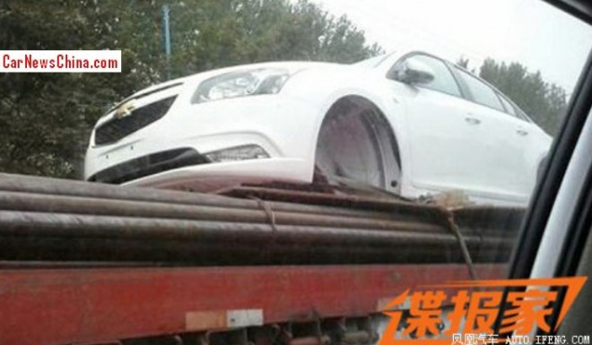 Spy Shots: facelifted 2014 Chevrolet Cruze hitching a ride in China