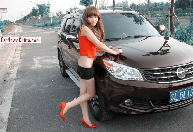 Hot Chinese Girl shows it all to a Haima S7