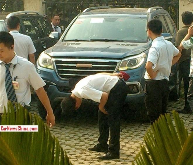 Spy Shots: Haval H9 pops up Naked at the dealer training