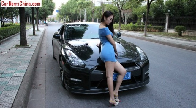Pretty Chinese Girl gets very Wild with a Nissan GT-R