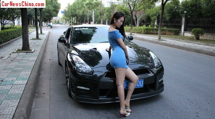 pretty chinese girl gets very wild with a nissan gt-r - carnewschina
