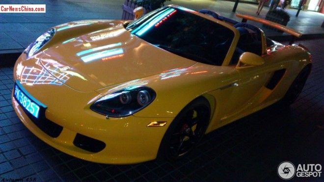 Spotted in China: Porsche Carrera GT in yellow