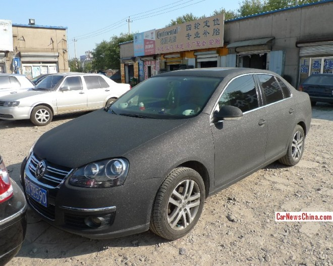 Volkswagen Sagitar is matte-black glitter in China