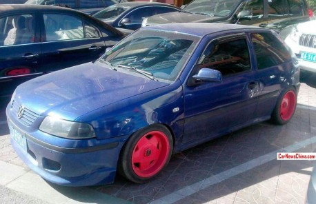 Volkswagen Gol has Pink Alloys in China