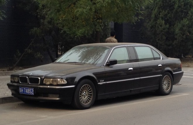 Spotted in China: the factory-made BMW L7 stretched limousine