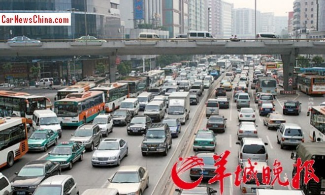Guangzhou bans 50% of all cars during peak pollution