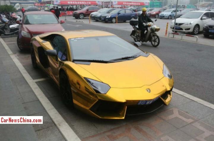 Lamborghini Aventador Is Shiny Gold In China