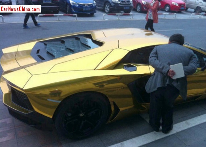 Lamborghini Aventador Gold China 3