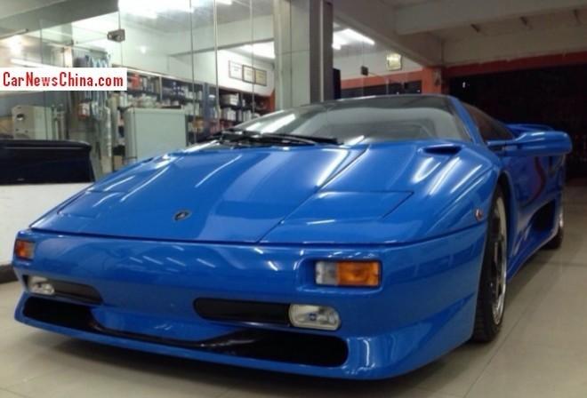 Spotted in China: Lamborghini Diablo SV in blue