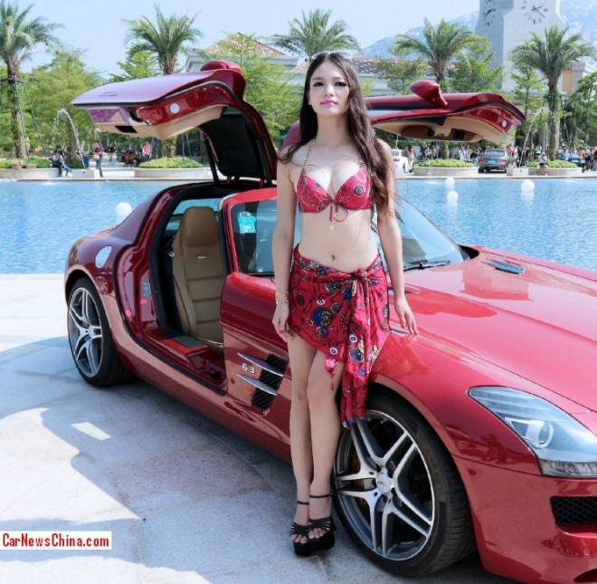 Mercedes Benz Sls Amg Amp Pretty Girls Are Selling Houses In