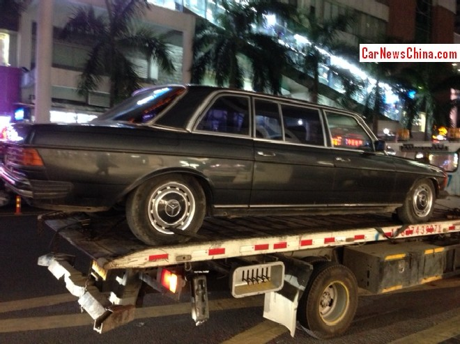 Spotted in China: Mercedes-Benz W123 Limousine on a Truck