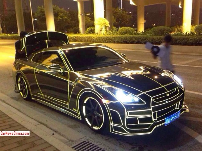Nissan GT-R glows in the dark in China