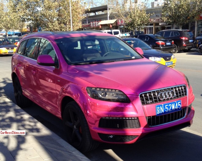 Audi Q7 is shiny Pink in China