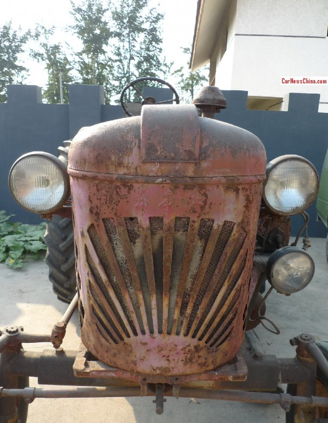 China Car History: Dongfanghong 28 tractor
