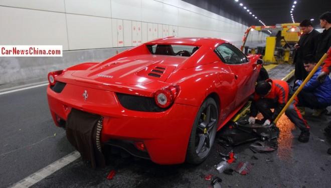 Crash Time China: Ferrari 458 Spider hits Tunnel