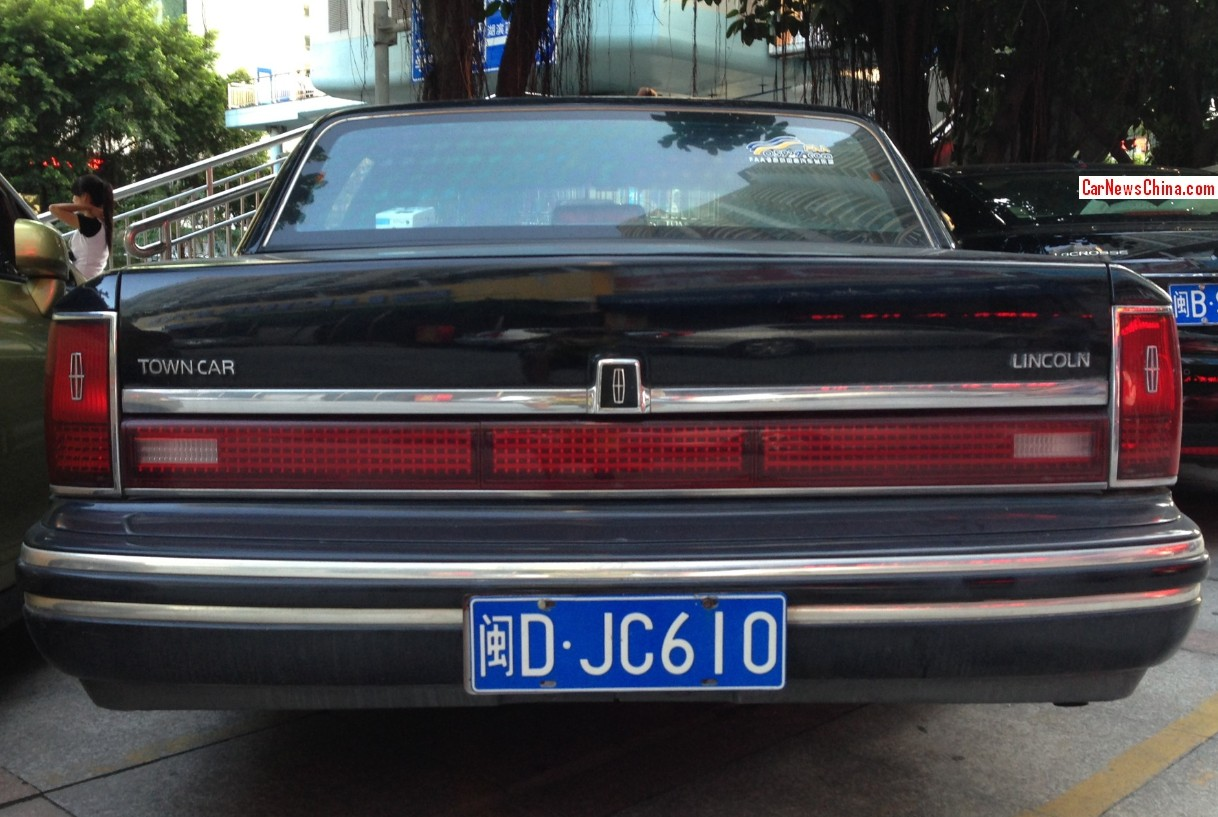 Spotted In China Lincoln Town Car In Black Carnewschina Com