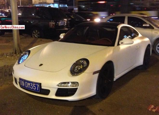 Porsche 911 is matte white in China