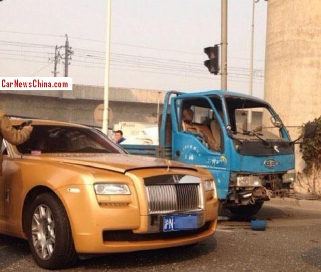 Crash Time China: Rolls-Royce Ghost hits small truck on rural road