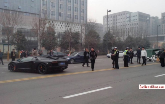 Crash Time China: Lamborghini Aventador hits Tricycle