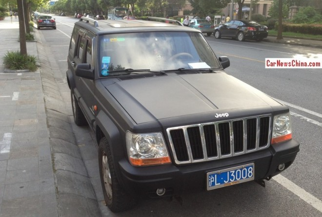 Beijing-Jeep Cherokee 2500 is matte black in China