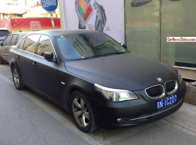 BMW 525Li is matte black in China
