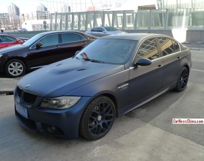 BMW 3-Series sedan is matte black blue in China