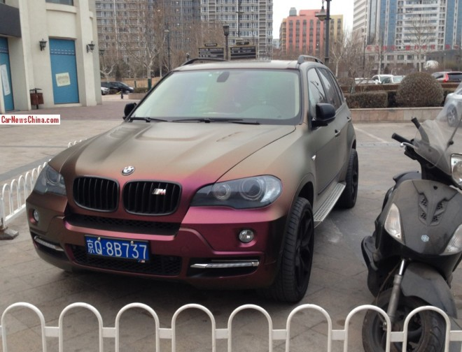 BMW X5 is matte black purple in China
