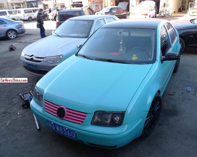 Volkswagen Bora is baby blue with a bit of Pink in China